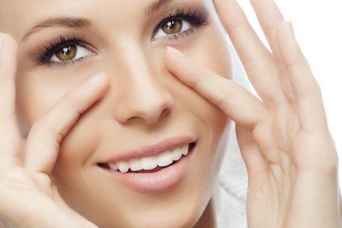 Правильный уход за кожей вокруг глаз в домашних условиях